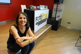 La ibicenca Pilar Ruiz Costa expone las fotos de su proyecto en India en el Saló Foto Fnac de Barcelona