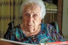 La 'mestra' doña Margarita cumple 100 años