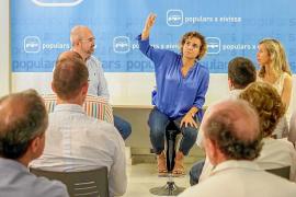 Dolors Montserrat hace campaña en Ibiza a favor de Mª Dolores de Cospedal