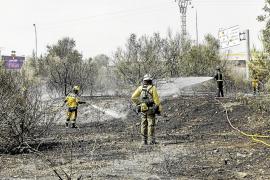 Desalojadas 25 personas por un incendio en un descampado junto al Recinto Ferial