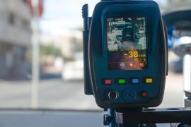 Tráfico instala dos nuevos radares en Ibiza y un dispositivo láser para las patrullas