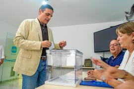 Sáenz de Santamaría vence a Casado en las primarias del PP en las Pitiusas