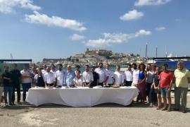El Ayuntamiento de Eivissa presenta el programa Viu la posidònia junto a varios agentes sociales