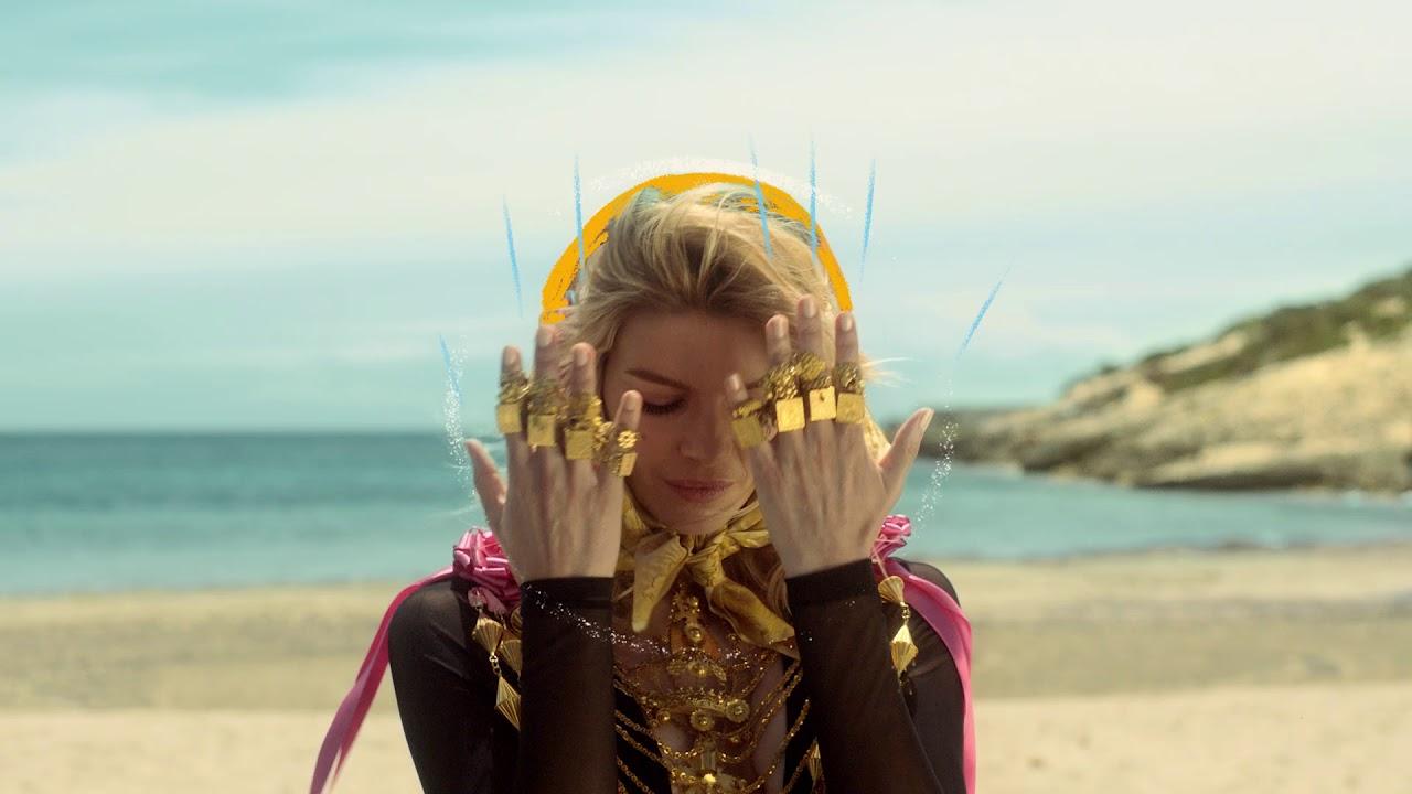 Los 'balladors' del vídeo de Pachá piden su retirada al considerarse «engañados»