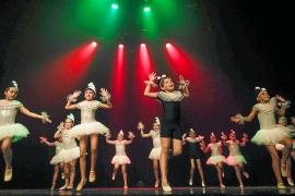En torno a 250 bailarines suben al escenario de Can Ventosa con un objetivo solidario
