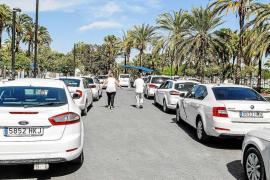 El PP de Sant Antoni alerta del mal estado de la marquesina de la parada de taxis del Passeig de ses Fonts