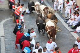 Los toros de Núñez del Cuvillo protagonizan un accidentado quinto encierro de San Fermín