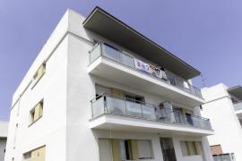 Herida muy grave una mujer precipitada en unos apartamentos de Sant Antoni