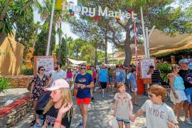El Hippy Market de Punta Arabí cumple 45 años en plena forma