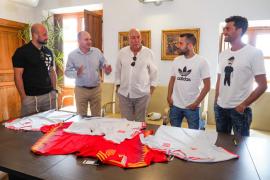 Recepción en el Ayuntamiento de Santa Eulària a los futbolistas Pepe Reina, Arbeloa y Jordi Alba