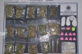 Localizan una 'narco-jardinera' con cocaína, cristal, marihuana, hachís y éxtasis en Platja d'en Bossa