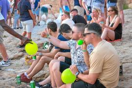 Fiesta de globos de la risa en Sant Antoni