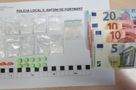 La Policía Local de Sant Antoni detiene a dos hombres por un delito contra la salud pública