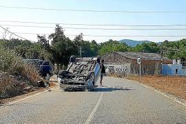 Jornada accidentada con tres heridos en un choque frontal y un aparatoso vuelco