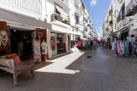 Vecinos y comerciantes del puerto de Ibiza recuerdan que trabajan 1.000 personas en la zona y que no es un «caos»