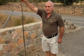 Un vecino de Montecristo caza una serpiente de más de un metro a las puertas de su casa