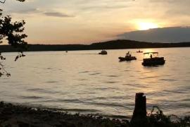 Mueren al menos once personas tras hundirse un barco turístico en un lago de Missouri