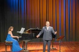 El tenor Carlos Tur y la pianista Elvira Ramón ofrecen una «potente y enérgica» gala lírica en Cas Serres
