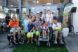 Las mejores imágenes de Paris Hilton con los niños de Apneef en Ibiza .