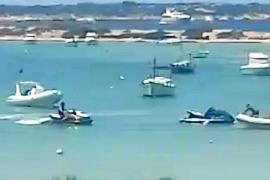 Motos acuáticas navegan en s'Estany des Peix