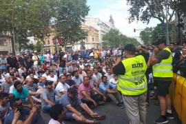 Los taxistas acuerdan pedir una paralización de las licencias VTC y transferir las competencias a las comunidades