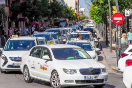 El sector del taxi protesta «contra las VTC» y no descarta nuevas movilizaciones en Ibiza