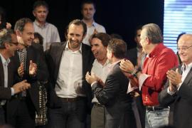 Aznar pide a los ciudadanos que «sancionen» en las urnas a los que «se han fundido España»