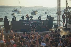 Música electrónica y puesta de sol frente al mar, una mezcla perfecta