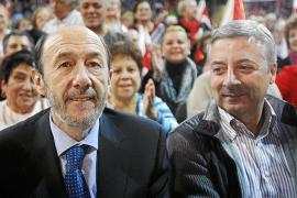Rubalcaba echa el resto en la campaña y pide el voto casa por casa