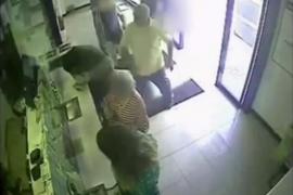 Amenaza de muerte y agrede al concejal que le cerró su horno de leña