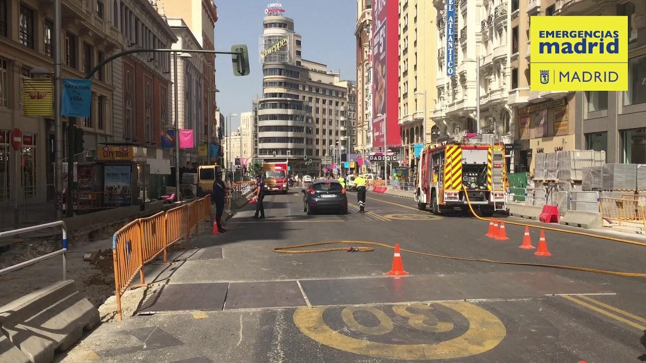 La perforación de una tubería de gas obliga a cortar la Gran Vía de Madrid