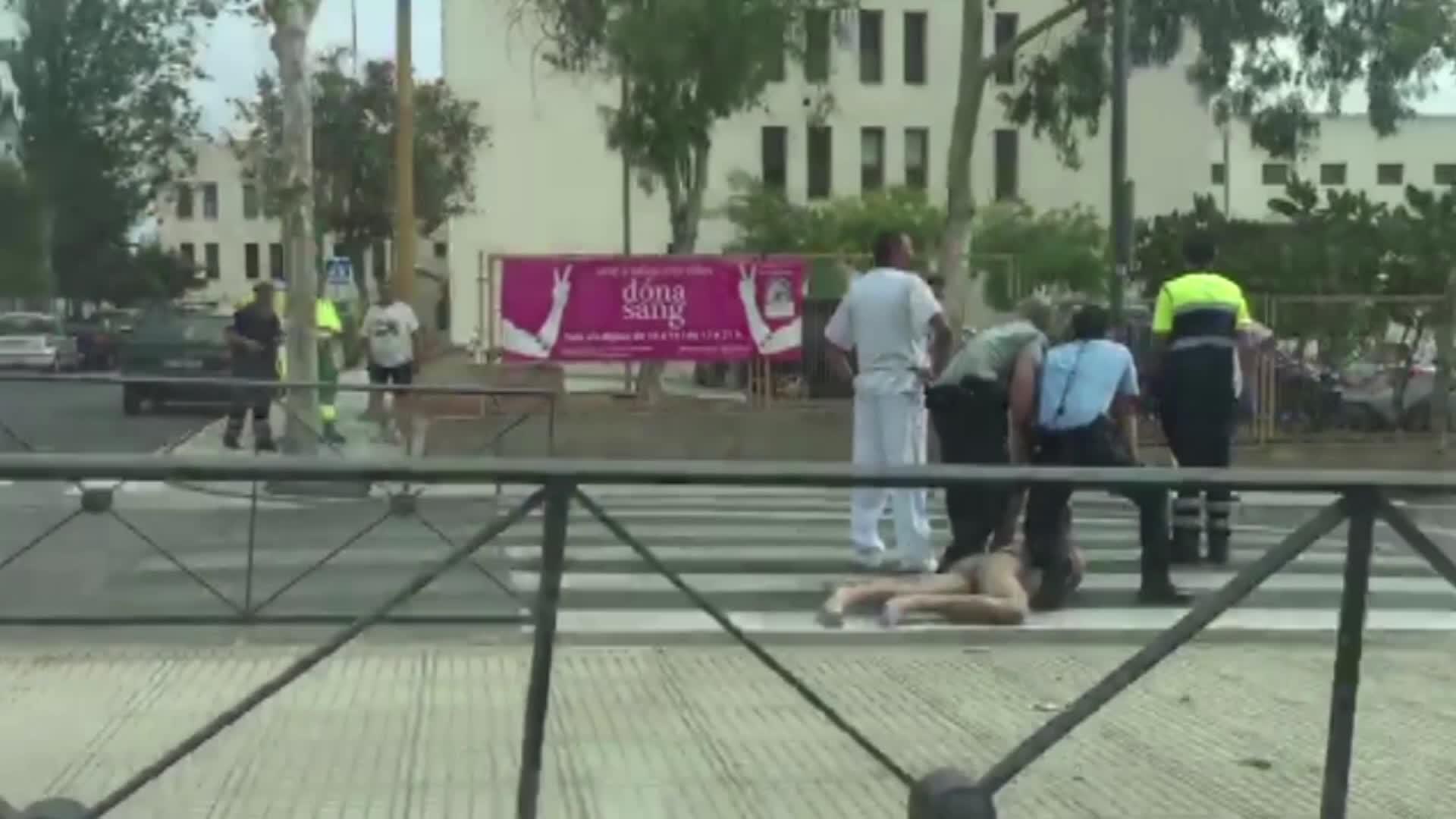 Trata de huir a golpes del hospital tras ser detenido por un episodio de violencia en Sant Antoni