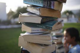 La 'biblioteca libre' se estrena en Sant Carles (Fotos: Arguiñe Escandón)