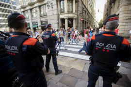 Detenido un mantero por agredir a un turista en Barcelona