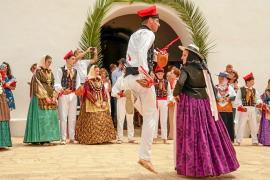 Sant Llorenç disfruta su día grande con tradición y fiesta con música en directo