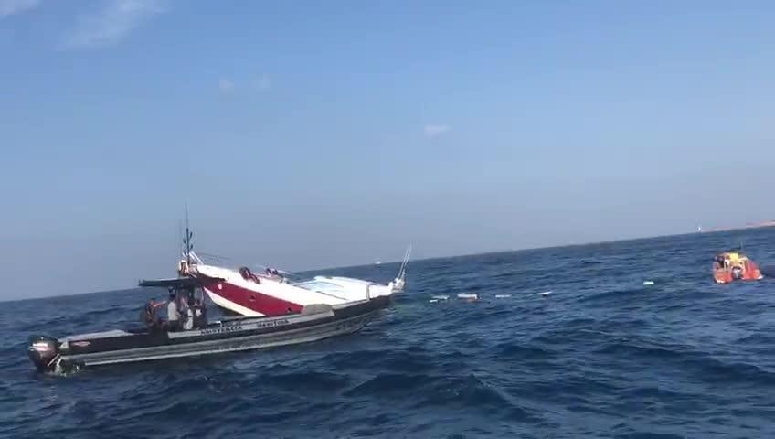 Sobresalto en Es Freus por el accidente de una embarcación que quedó semi hundida