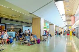 Desciende un 3,2% el número de viajeros que pasaron por el aeropuerto de Ibiza en julio