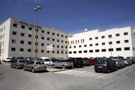 La Gerencia cierra la tercera  planta del  hospital Can Misses «para evitar despilfarros»