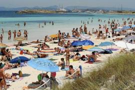 Illetas y Cala Saona, las playas que más presión de barcos sobre posidonia soportan