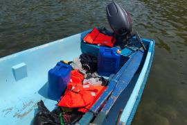 Agentes, SM y Cruz Roja, encontraron botellas de agua, ropa y bidones de gasolina, usados para realizar la peligrosa travesía de