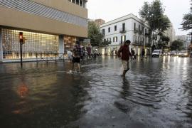 Las fuertes lluvias provocan cortes de carreteras, caídas de árboles e inundaciones