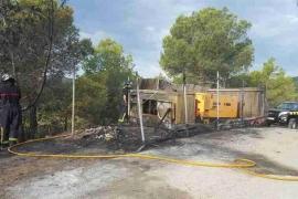 Unos generadores eléctricos provocan un incendio afectando a un bosque de Sant Josep