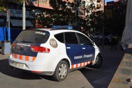 """Abatido un hombre que intentó asaltar una comisaría de Cornellà al grito de """"Alá es grande"""""""