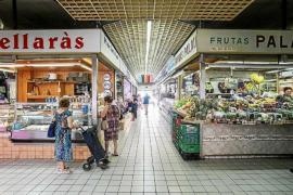 Malestar en el Mercat Nou por un comerciante que podría perder la concesión tras 40 años