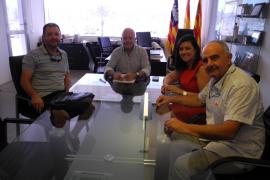 Sant Antoni firma convenios de colaboración con Pimeef y la Asociación de Comerciantes