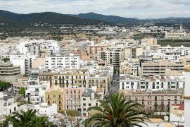 El Consell d'Eivissa inspecciona nueve pisos que se alquilan a turistas en la Marina y sa Penya