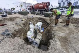 Vecinos y comerciantes del puerto de Ibiza califican de «intolerable» y «desastre» el vertido de fecales