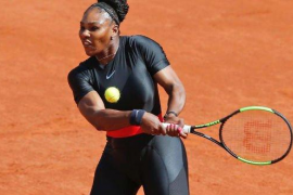 El traje postparto de Serena Willians enfada a Roland Garros
