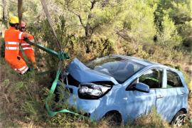 El coche cayó por un desnivel de 10 metros