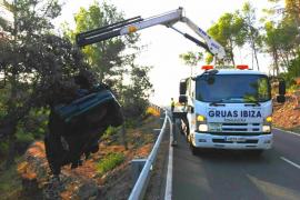 Dos heridos graves en una aparatosa salida de vía en Sant Antoni